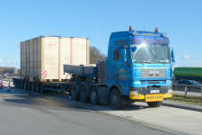 DAN-CZECH Specialtransport MAN 41.480 TGA 8x4 Transport einer Maschinenkiste
