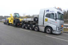 Protruck A/S Volvo FH 16 750 10x4 Euro 6 mit Hyster 46-36 Reach Stacker Transport